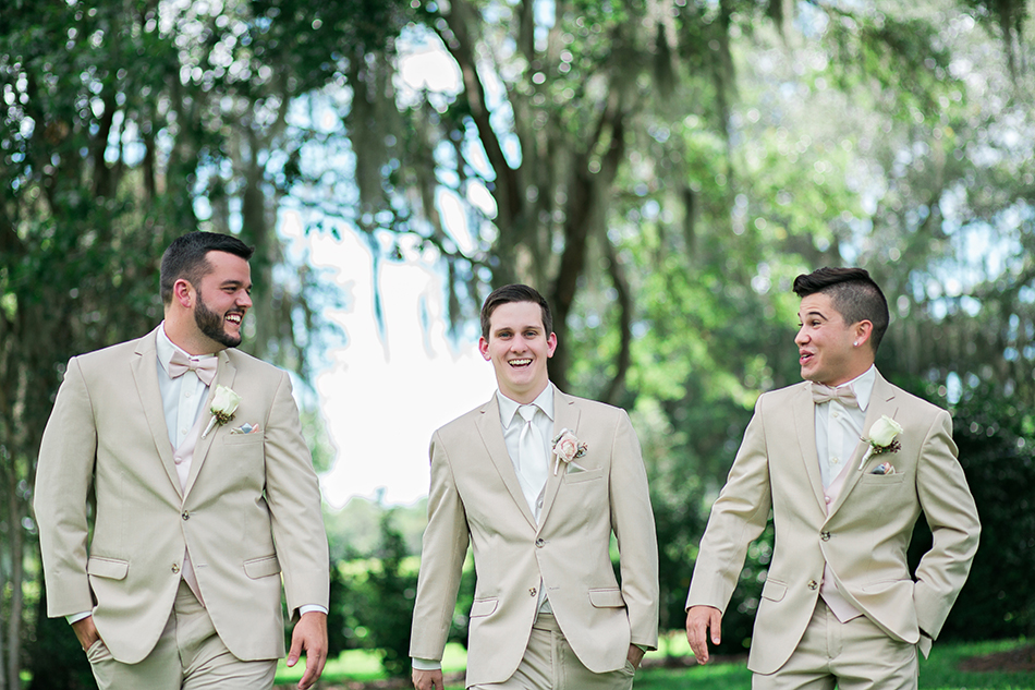 groomsmen photography poses