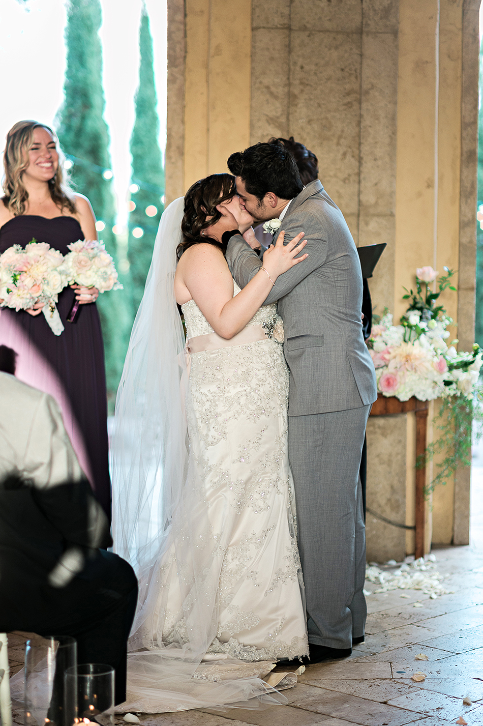outdoor ceremony first kiss