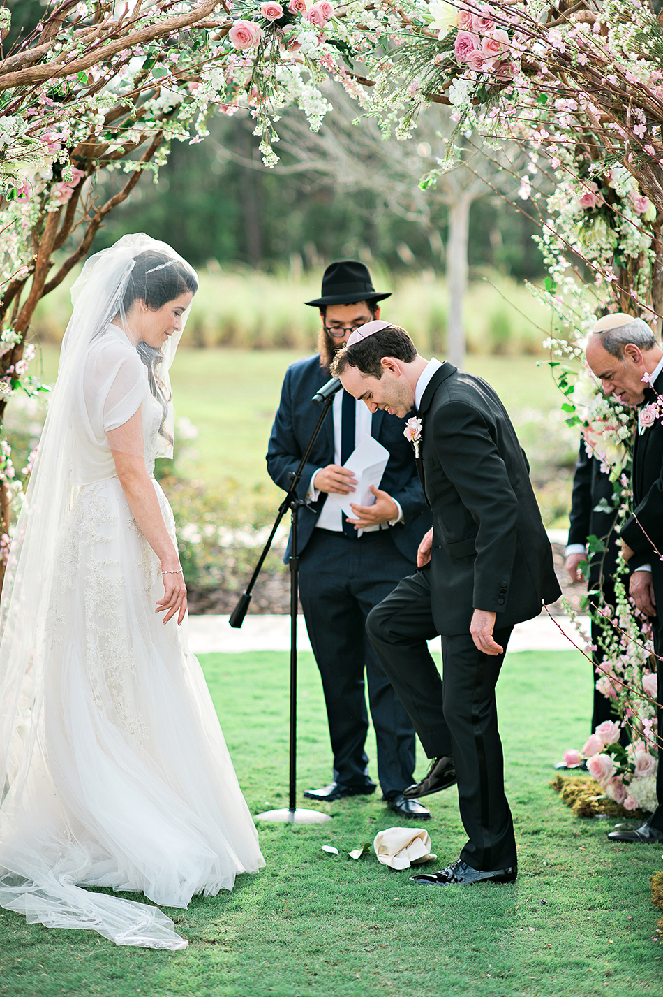 jewish breaking the glass wedding