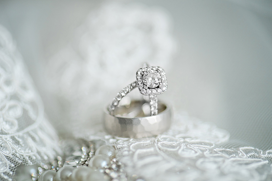 gorgeous modern wedding ring