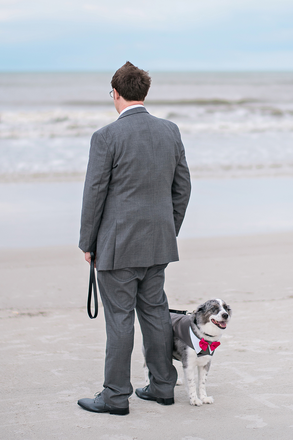 groom first look beach