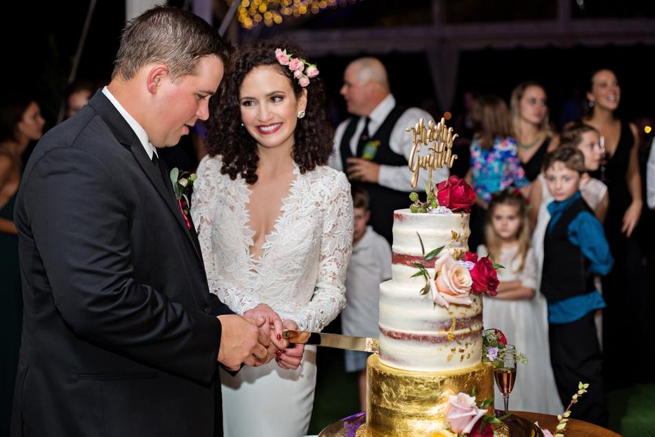 cake cutting at wedding